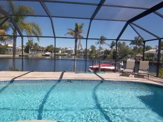 Charming and Luxury Gulf Acces Pool Home, Cape Coral