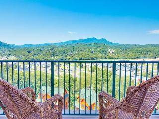 Summer Special From $99!!! Luxurious 2 BR Condo w/ Views & Indoor Pool!, Pigeon Forge