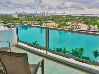 Oceanfront 4BR/4BA in Miami Mid Beach - Pool/Beach Access/Onsite Gym (2BR+2BR)