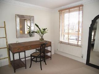 3 Bedrooms apartment on Cranley gardens, Londen