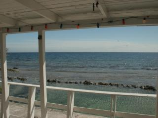 Beautiful Ocean Front home in Roatan, French Harbour