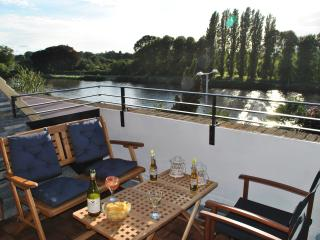 Stunning apartment with view over the Thames, Kingston upon Thames