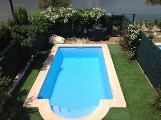 Duplex property sleeps 6/8 A/C Wi fi. Private pool, Port d'Alcudia