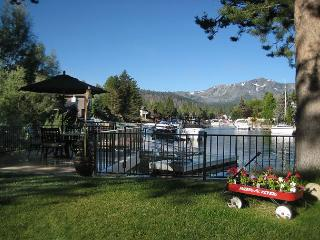 WATERFRONT TAHOE KEYS HOME WITH BOAT DOCK, 2 DECKS, HOT TUB, KAYAKS, VIEWS!!!, South Lake Tahoe