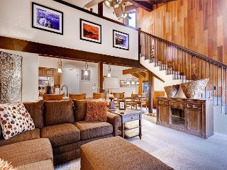Best 2BR+Loft condo in Lakeland Village, 4 Min. to Heavenly, Private Shuttle, South Lake Tahoe