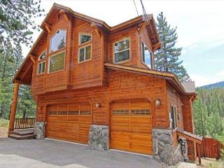New, 2 Mstr BR, Custom Home, Luxury, Sierra Views and Hot Tub, South Lake Tahoe