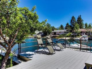 Tahoe Keys Home, Waterfront, Boat Dock, Hot Tub, Pool Table, Sauna, Families!