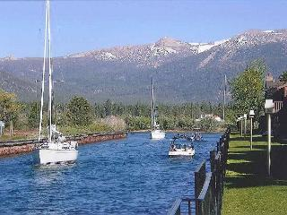 Tahoe Keys - Boat Dock, Great Living Area, On the Water, South Lake Tahoe