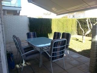 gran terraza comedor y jardin saliendo del salon