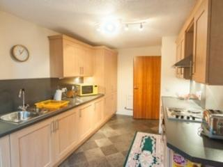 one double bedroom in a modern furnished 2bed flat, Edimburgo