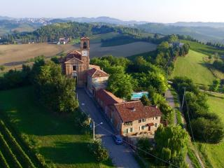 Luxurious villa, private pool, wine, truffles, Piedmond, Italy: Villa Cioccaro