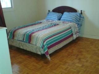 Double bed, Roomat rear at saint-michel/ahuntsic, Montreal