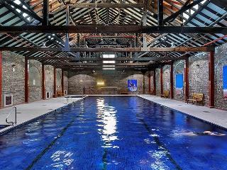 BMN01 - Luxury Townhouse - Resort Style Complex