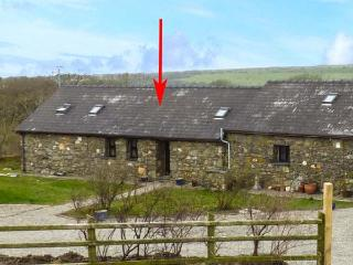 FOXGLOVE, stone barn conversion, ground floor, en-suite, walks from the door, near Newport, Ref 26360, Pontfaen