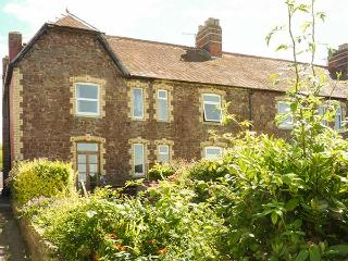 COASTGUARDS COTTAGE 2, sea views, WiFi, bike storage & parking, Watchet