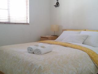 Queen Size/Cozy Room / HCV/ Private Bathroom, Homestead