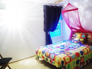 Jolie chambre dans petit coin calme, Petit-Bourg