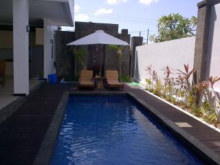 Righteous Villa 1&2 (Villa with Pool), Jimbaran