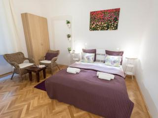 W10 Apartment - perfect location in Budapest