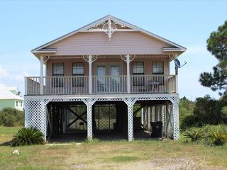 Lovely Bayside Home, Only a Short Walk to the Beach!, Fort Morgan