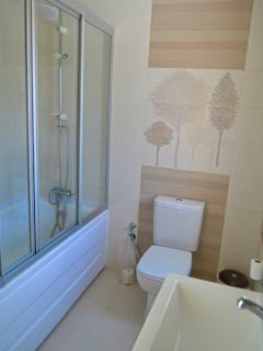 Family bathroom with large size (180cm) bathtub