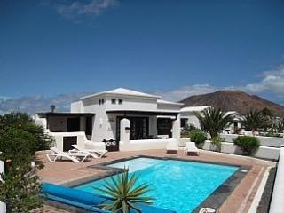 Beautiful holiday villa rental in Playa Blanca