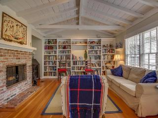 Cozy home w/large library & office! Bike or walk to shops, eateries & the beach!