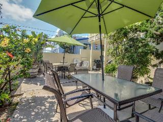 Charming home just 60 steps from the beach & boardwalk! Relax on the nice patio!, San Diego