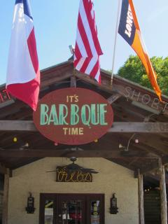 15 Minutes to 'The County Line' Restaurant.  It's Barbecue Time!
