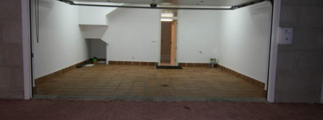 Dos plazas de garaje dentro de la vivienda
