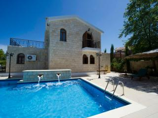 Amazing Luxury Villa - Huge 14x7m Pool - Sea Views, Argaka