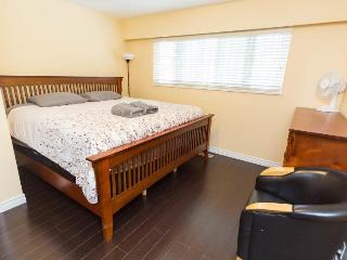 Beautiful Private King bedroom in great location, Vancouver