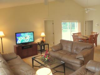 Comfortable  lounge with flat screen cable TV, DVD, Radio & CD player and wifi