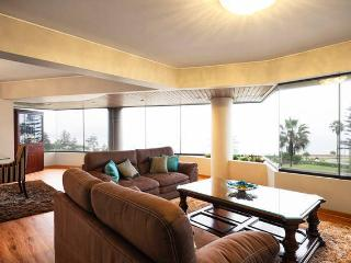 Miraflores- Luxury Upscale Direct Oceanfront condo, Lima
