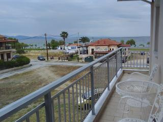Baka's Beach House Apartments, Ierissos