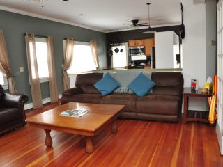 3 Bedroom in Downtown Newport with Roof Top Deck