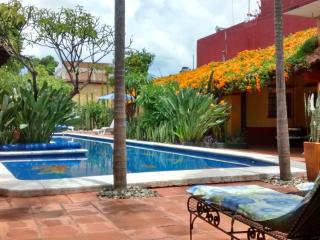 Villa with Pool & Gardens in Historic Center, Oaxaca