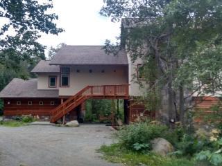 Eagle Peak Guesthouse / Eagle River Valley