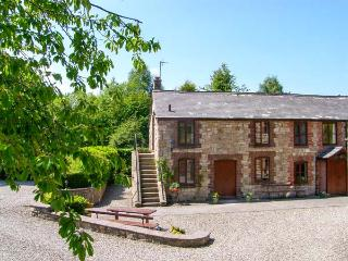 MILLERS COTTAGE, ground floor, WiFi, en-suite shower room, beautfiul landscaped gardens, near Nannerch, Ref 919532, Lixwm