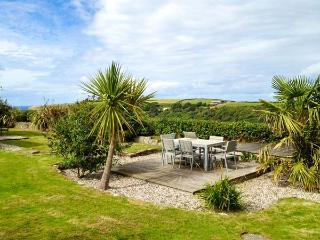 NANS-TEK, bungalow, WiFi, off road parking, garden with distant sea views, in Crackington Haven, Ref 926190