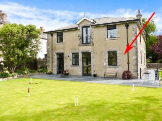 THE COACH HOUSE, all ground floor, two bedrooms, French doors to patio and garden, near Grange-over-Sands, Ref 925710, Allithwaite