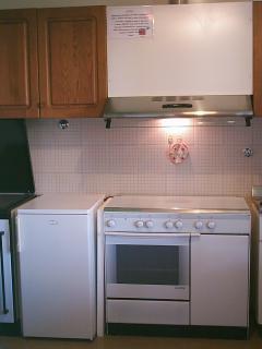 frigorifero - piano cottura gas - cappa di aspirazione
