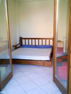 Camera matrimoniale piccola con terrazzo