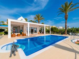 Grande Dame Villa, Rhodes Town, La ciudad de Rodas