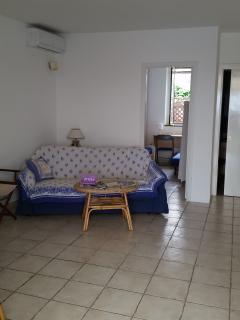 Il soggiorno di casa Nonna Camilla con divano letto