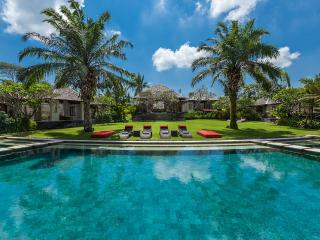 The Beji. 5mnt to the beach. 4 or 6bd, tennis, gym, Canggu