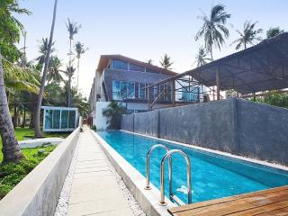 Friendship Villa No.8 - 3 BR Duplex Condo, Kata Beach