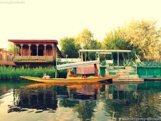 blueskygroupofhouseboats, Srinagar
