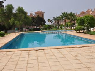 Duplex junto al mar con jardin y piscina