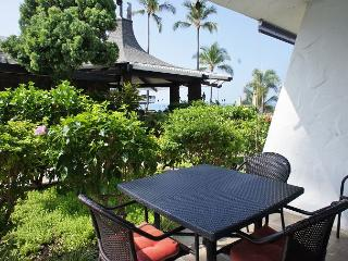Casa de Emdeko  133 - AC Included & Ocean Front Pool!, Kailua-Kona